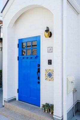 玄関ドア 地中海 漆喰